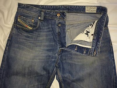 DIESEL - Larkee- Relaxed 'Comfort Straight' 0885V - Blue Jeans - W34 L32