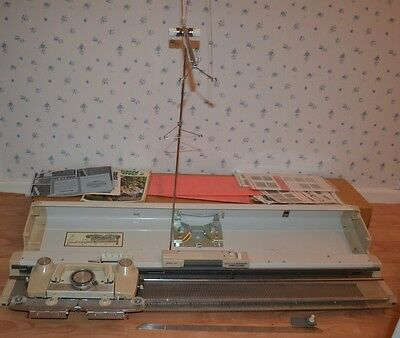 Lighlty Used Vintage KnitMaster 323 knitting machine FREE DELIVERY