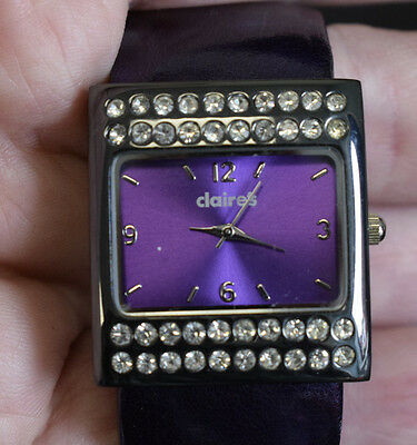 Claire's quartz watch fitted with clasp bracelet (WB)