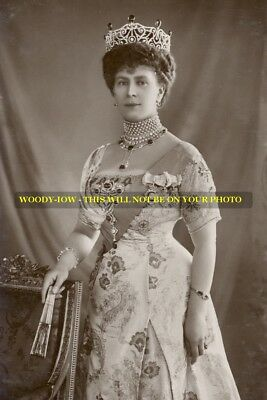 """mm574 - Queen Mary wears tiara & pearls & holds fan  - Royalty photo 6x4"""""""