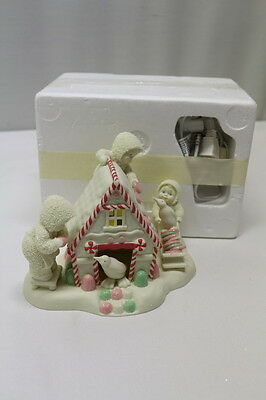 Dept 56  Snowbabies 2005 A Gingerbread Christmas Candy Cane House 69451