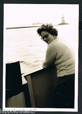FOTO vintage PHOTO, Hafen Dame Frau lady woman harbor port femme /82c snapshot
