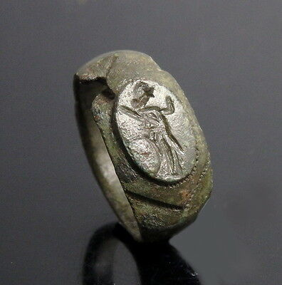 Roman Bronze Ring Depicting A Standing Diety (L155)