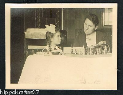 FOTO vintage PHOTO, Frau Schach Dame snapshot lady woman chess femme (42)