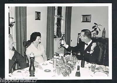 Photo vintage Foto Familie Feier Fest family living room party famille /97d