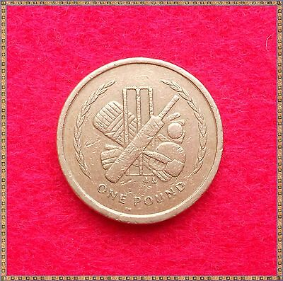 1998 £1 ONE POUND COIN FROM THE ISLE OF MAN - Cricket.