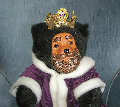 Robert Raikes Bear ~ Royal King William   1990 with Box and COA