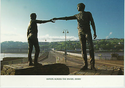 HANDS ACROSS THE DIVIDE DERRY - CRAIGAVON BRIDGE 2000s POSTCARD ULSTER CARD CO.