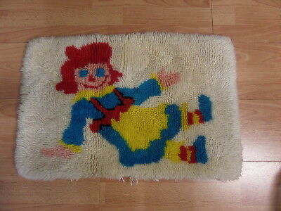 """VINTAGE Hand Crafted *Raggedy Ann & Andy* Latch Hook Finished Piece 26"""" x 18"""""""
