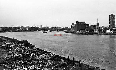 Photo  1982 Looking Down The Thames Towards Battersea Bridge