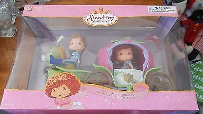2005 Strawberry Shortcake Berry Sweet Princess Carriage Great Gift New RARE