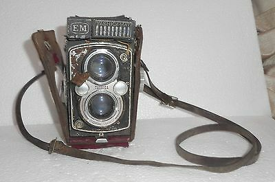 Vintage Yashica Mat EM Camera Medium format TLR with case. Unchecked Being sold