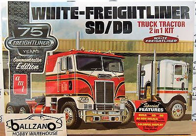 AMT White Freightliner 2-in-1 SC/DD Cabover Tractor (75th Anniv.) model kit 1/25