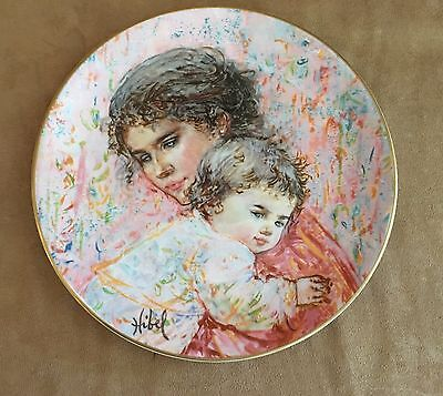 Edna Hibel Royal Doulton plate Marilyn and Child decorative collectible 1976