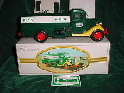 82 Xmas Christmas Collectable Trucks 1982 First Hess Truck Toy Mint In Box Toys
