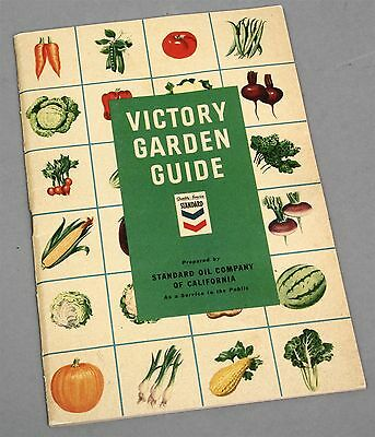 1943 WWII VICTORY GARDEN GUIDE Booklet Standard Oil Advertising Public Service