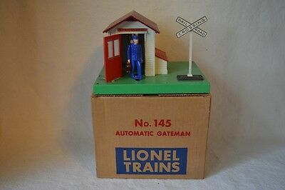 Lionel Model Train O Gauge No. 145 Automatic Gateman / Gate House