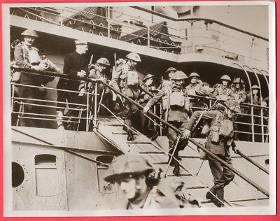 1939 One of First Pictures of BEF Arriving in France 7x9 Original News Photo