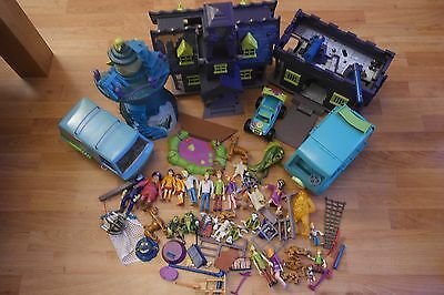 Large Scooby Doo playset bundle loads of items many figures cars etc
