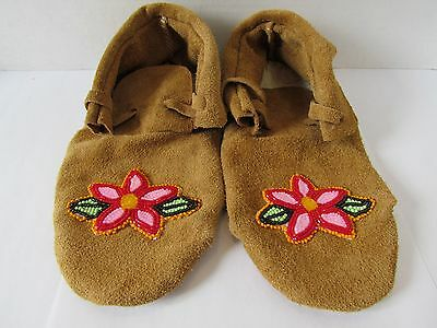 Beautiful Native American Moccasins ,beaded Flowers Authentic 9 Inches Unique