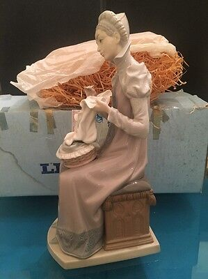 "Lladro ""sewing A Trousseau"" Seated Medieval Lady #5126 Figurine"