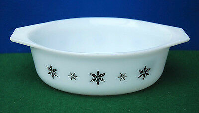 3 Casseroles By Jaj Pyrex In Thegaiety Snowflake Design.