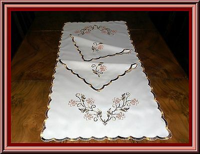 Lovely Embroidered Table Runner & 2 Matching Napkins Or Doilies