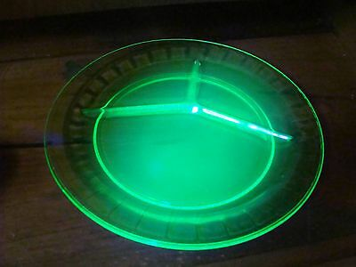 Set of 4 Block Optic Green Depression Hocking Glass Uranium Divided Grill Plates