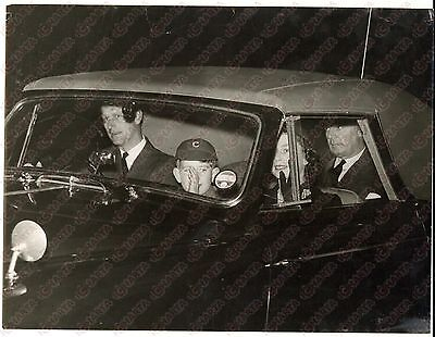 1957 NEWBURY Cheam School - Prince Charles with Royal Family greets from the car