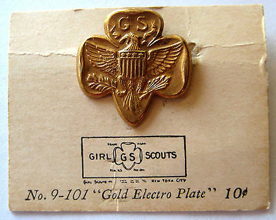 Rare MAGNETIC Type 6B 1940's WWII Girl Scout MEMBERSHIP PIN Thin Stamped ON CARD