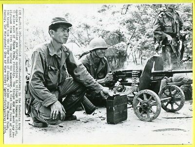 1970 Cambodian Troops Operate Machine Gun Kompong District Original Wirephoto