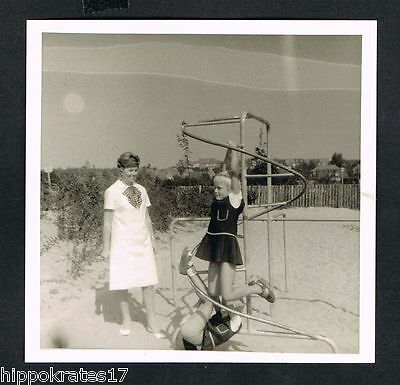 FOTO vintage PHOTO, Personen am Strand, Frau, people woman beach, plage /46-p