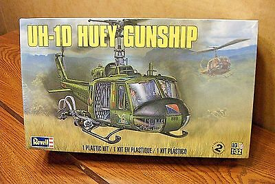 Revell Uh-1D Huey Gunship Helicopter 1/32 Scale Model Kit