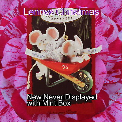 Hallmark Ornament, 1995 Delivering Kisses, New