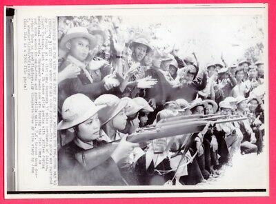 1966 VC Vietcong Women Guerilla Fighters in Vietnam Original News Photo