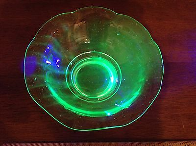 "7"" Vaseline Green Glass Uranium Depression Scalloped Rim Serving Fruit Bowl"