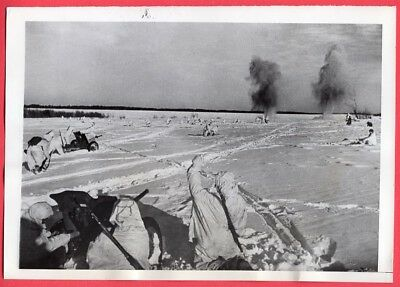 1943 Russian Infantry in Snow Camouflage Original News Photo