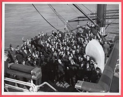 1941 RAAF Flyers 800 Strong in US Headed For Berlin 7x9 Original News Photo