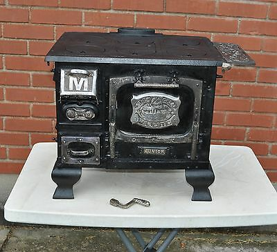 *** Rare Vintage Majestic Jr. Salesman Sample Store Display Cast Iron Stove ***