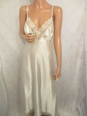 VINTAGE 16/18 GLOSSY CREAM LONG LACE NEGLIGEE NIGHTIE NIGHT GOWN 1930s STYLE