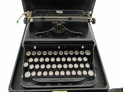 "1935 ""O"" Royal Portable Typewriter in Case with Original Manual"