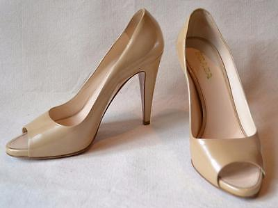 979aacc464f5 VALENTINO OPEN TOE Pumps Couture Bow Beige Patent Leather Size 9.5 ...