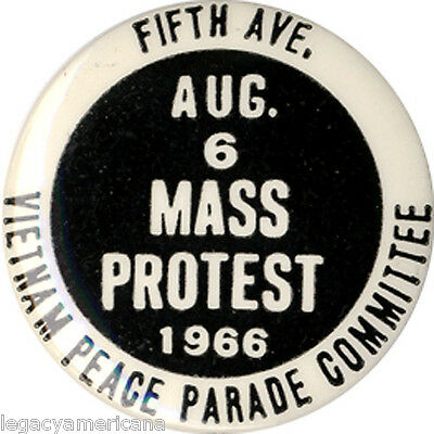 Scarce 1966 NYC Vietnam War MASS PROTEST Peace Parade Committee Button (1889)