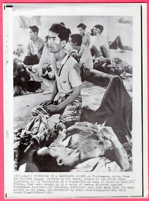 1970 Dying Vietnamese in Takeo Concentration Camp Cambodia Original Wirephoto