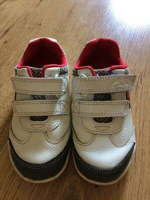 GC Infant Boys Clarks White Leather Casual Trainers With Lights Size UK 5.5 F