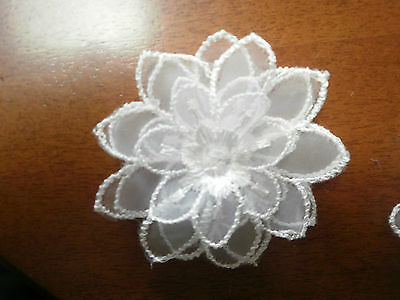 10X60mmAPROX DELICATE  DOUBLE  CROCHET FLOWERS IN WHITE ( special price)