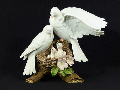 Home Interiors Porcelain NATURES PROMISE White Doves & Babies Figurine
