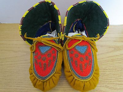 "9.5"" Authentic Native American Stunning Full Bead Paw Print Moccasins"