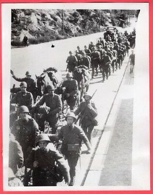 1939 Sweden Mobilizes Armed Forces Troops on Road March 7x9 Original News Photo