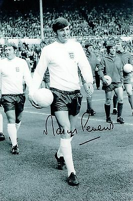 Martin Peters Signed1966 World Cup Rare Photograph AFTAL/UACC RD